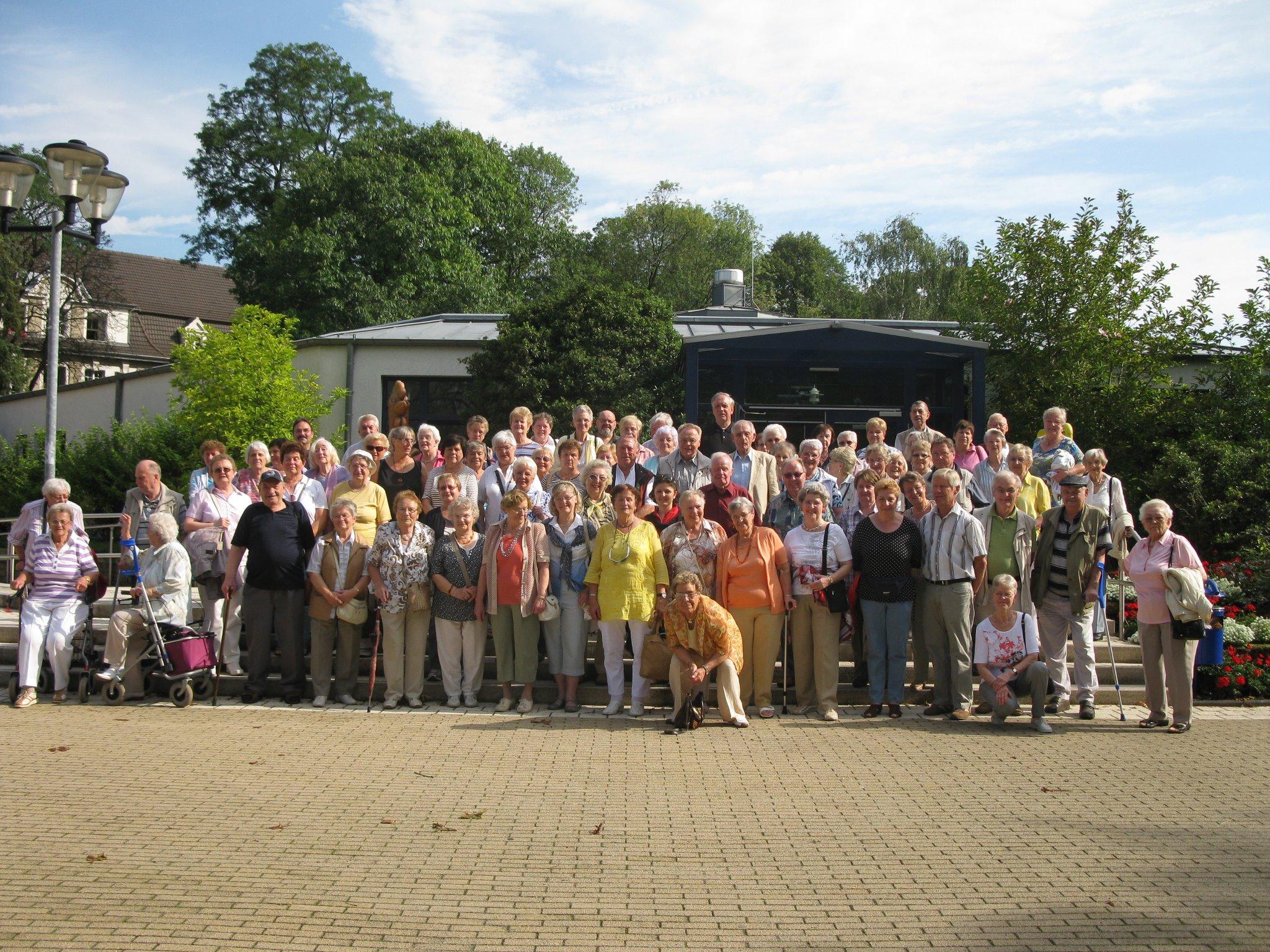 Gruppenfoto vor der Jahresfahrt der SBK-Ehrenamtlerinnen und Ehrenamtler