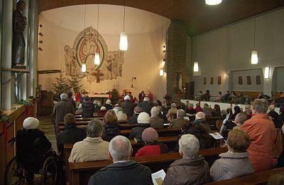 Die vollbesetzte St. Anna-Kirche