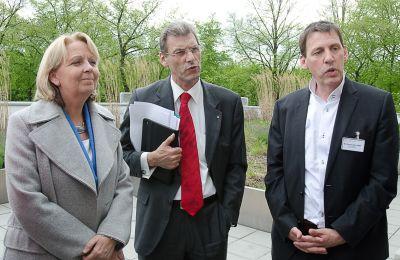 Von links: Ministerpräsidentin Hannelore Kraft, GAG Vorstandvorsitzender Uwe Eichner und Wolfgang Schaefer (Leiter Häuslichen Pflege SBK)
