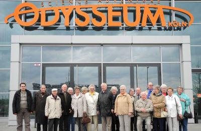 Gruppenbild vor dem Odysseum