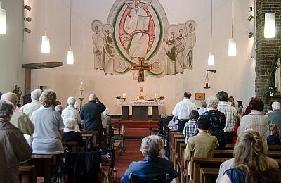Blick in den Kirchenraum während des Gottesdienstes am 20. Mai 2012