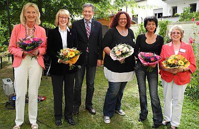 von links: Investorin Maria Schneider-Robl, Bürgermeisterin Elfi Scho-Antwerpes, SBK-Geschäftsführer Otto B. Ludorff, die Wohnbereichsleiterinnen Martina Botz-Conrad und Ulrike Garbatz-Aras sowie Einrichtungsleiterin Annemarie Kirschbaum