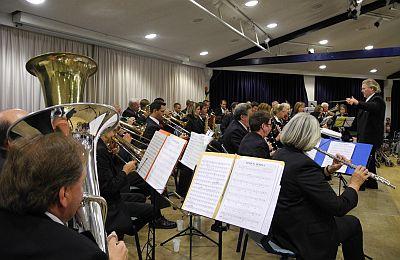 Das KVB-Orchester auf der Bühne des SBK-Festsaals