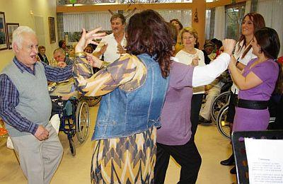 Tanzeinlage während des Opferfestes im Senioren- und Behindertenzentrum Köln-Mülheim