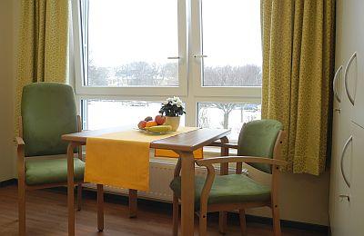 Sitzecke in einem Einzelzimmer des neuen Haus 2