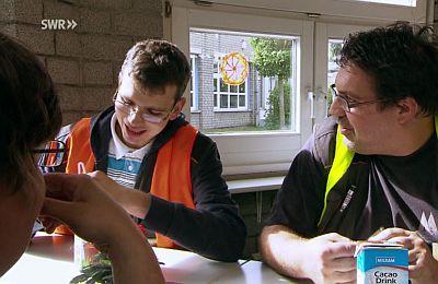 Markus Schmidt (links) und Kollegen bei der Mittagspause in der SBK-Werkstatt Köln-Poll