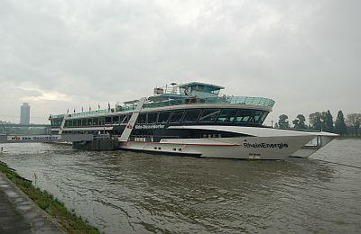 Unter Wolken – die MS RheinEnergie nach der Rückkehr von der SBK-Schiffstour