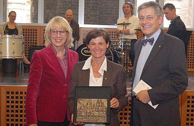 Von links Bürgermeisterin Elfi Scho-Antwerpes, die Leiterin des Behindertenzentrums Margarethe Wrzosek und SBK-Geschäftsführer Otto B.Ludorff.