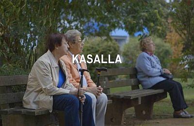 Szene aus dem Kasalla-Video mit drei Bewohnerinnen des Seniorenzentrum Riehl