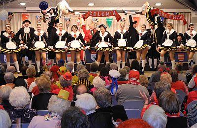 Auftritt der Lyskircher Hellige Knäächte und Mägde im vollbesetzten SBK-Festsaal