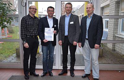 Gruppenbild mit Urkunde (von rechts): Dominik Ulrich (Ford), Darius Elwart, Thomas Ebert (beide SBK) und Gerrit Hebmüller (Ford)