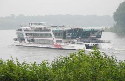 SBK-Schiffstour 2014 – die MS RheinEnergie auf der Höhe von Porz