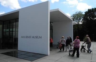 Eingang des Max Ernst Museums.