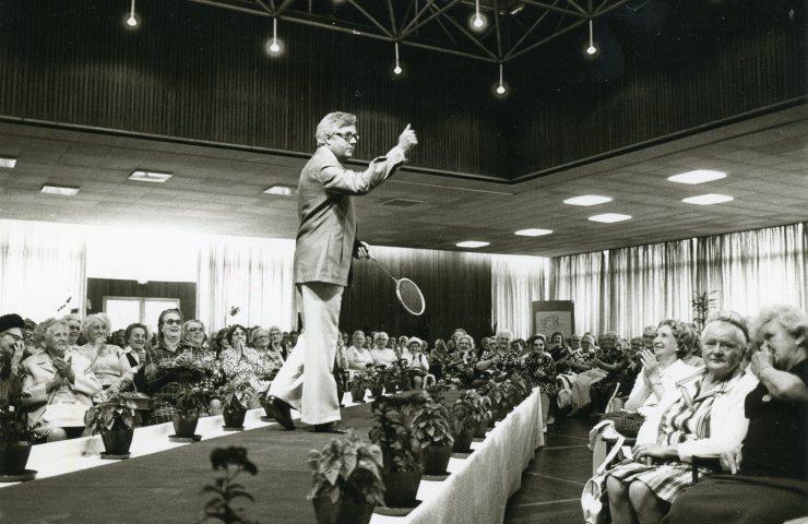 Heinz Müller, hier als Model bei einer Modenschau, war von 1970 bis 1985 Direktor der Altenheime der Stadt Köln.