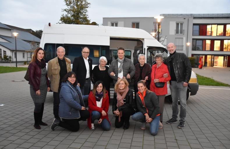 Gruppenbild vor der Abfahrt nach Paris.