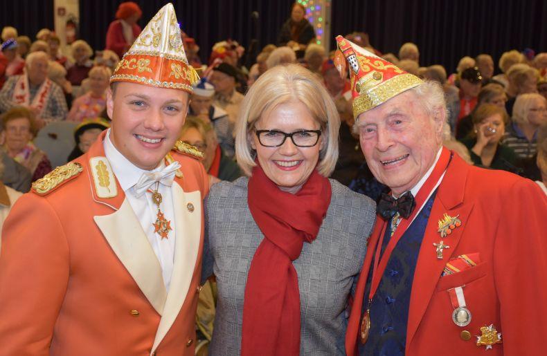 SBK-Geschäftsführerin Gabriele Patzke mit dem alten und neuen Sitzungspräsidenten Ludwig Sebus und Michael Gerhold.