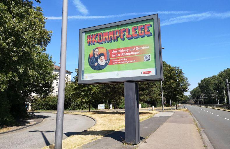 #kommpflege-Megaposter an der Riehler Straße
