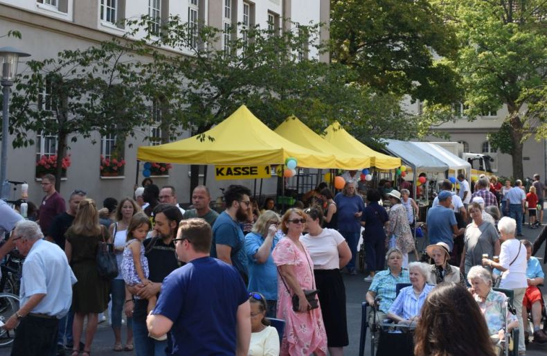 Großer Andrang bei der 46. Ausgabe des Annafests der Sozial-Betriebe-Köln.